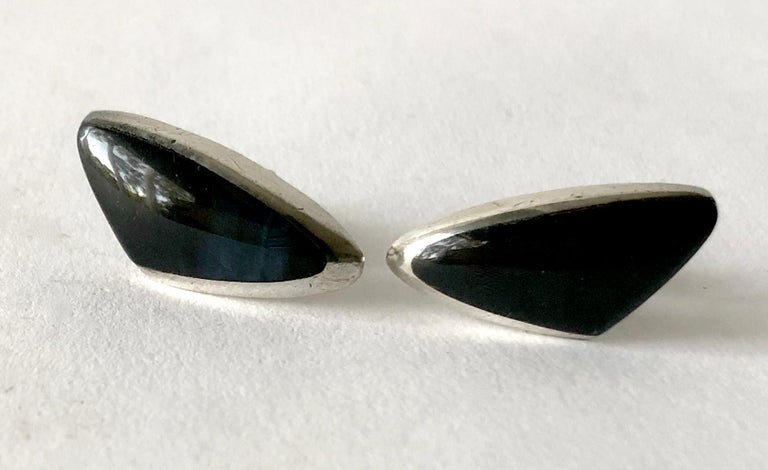Enrique Ledesma Sterling Silver Obsidian Mexican Modernist Cufflinks In Good Condition For Sale In Los Angeles, CA