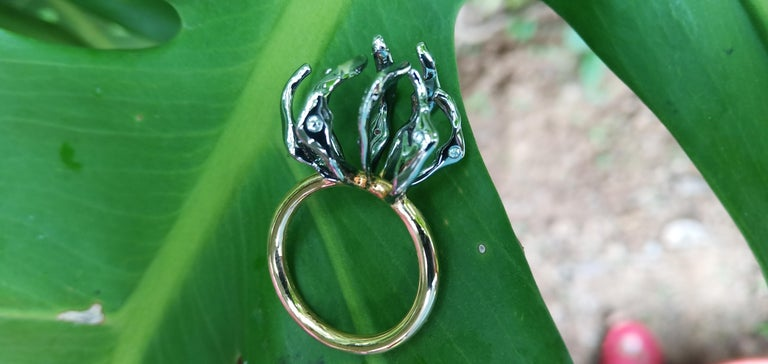 Round Cut Envious Eyes will Roll with Contemporary One of a Kind White Diamond Gold Ring For Sale
