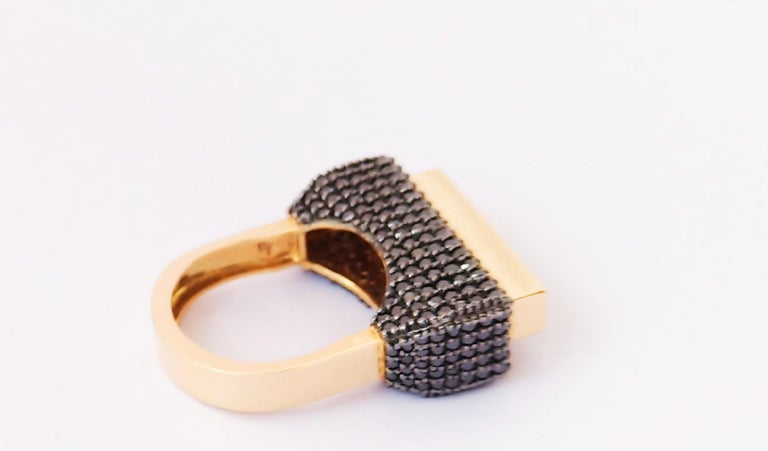Round Cut Envious Eyes will Roll with One of a Kind Colored Diamond Yellow Gold Ring For Sale