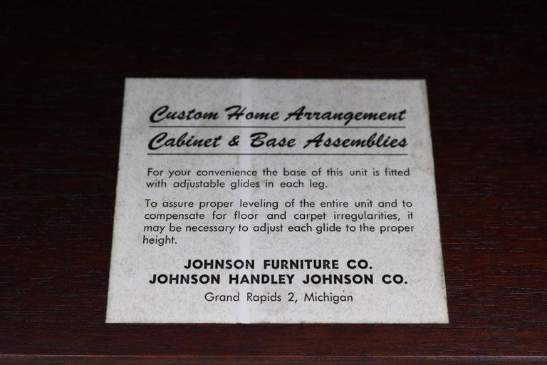 Enzo Rutili for Johnson Furniture Impressive Credenza In Excellent Condition For Sale In Los Angeles, CA