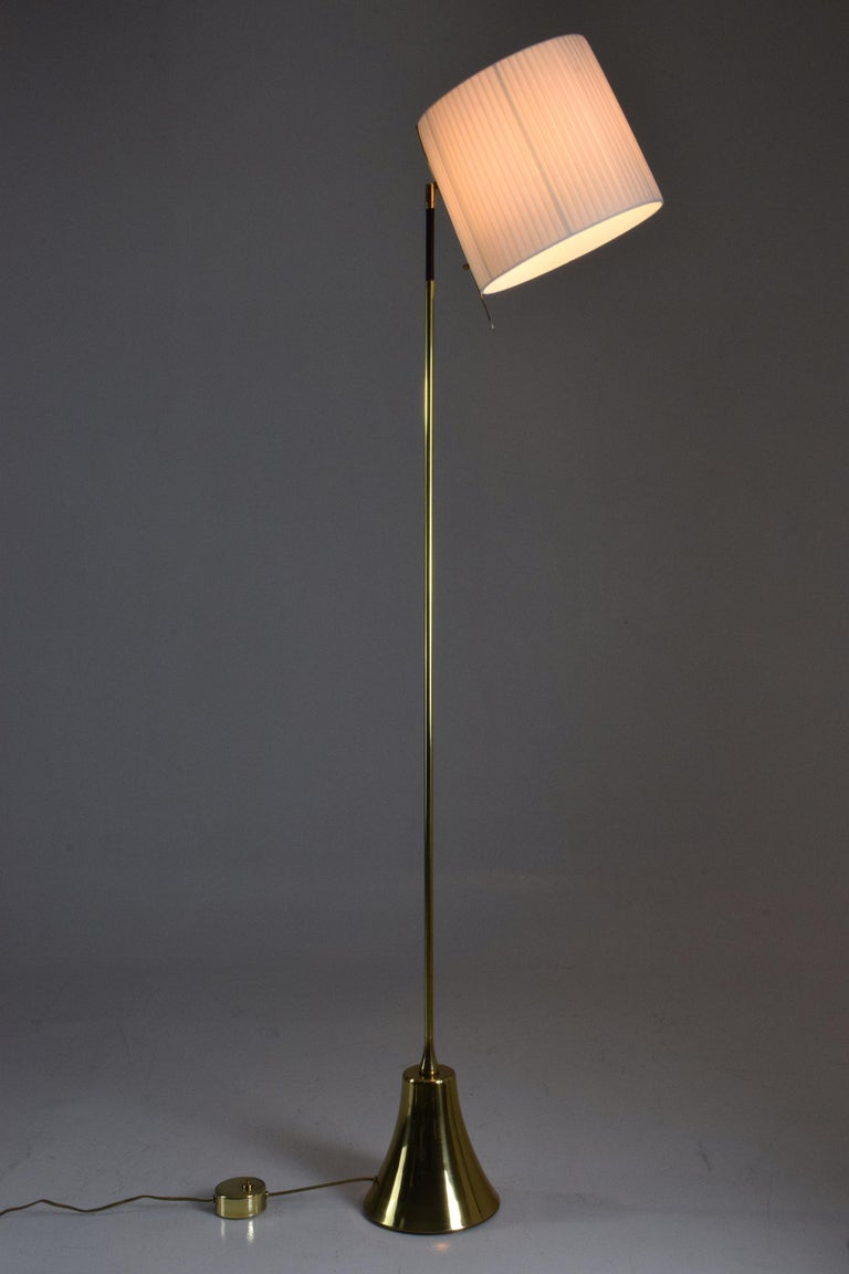 French Equilibrium-VII Tall Brass Articulating Floor Lamp, Flow Collection For Sale