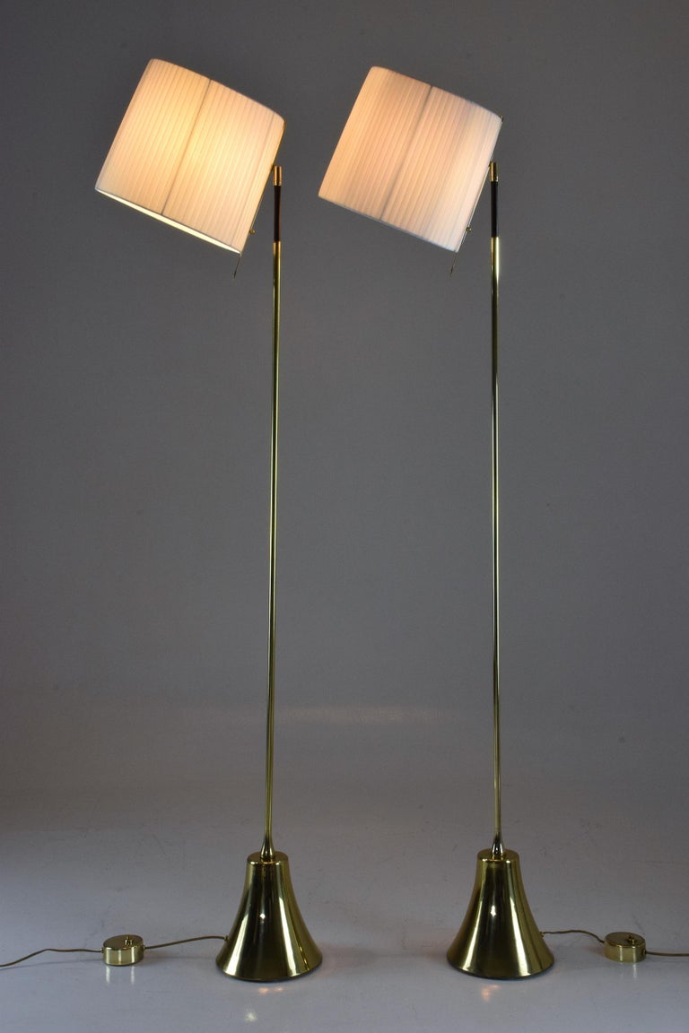 Contemporary Equilibrium-VII Tall Brass Articulating Floor Lamp, Flow Collection For Sale