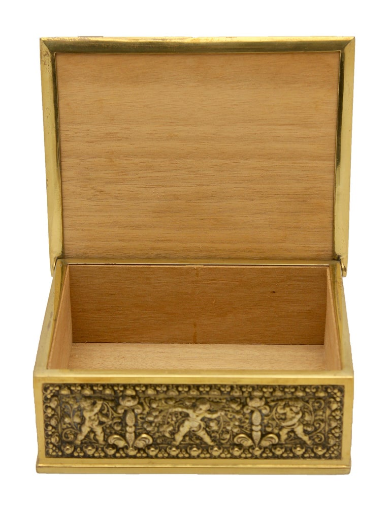 Erhard & Sons Art Nouveau Brass Repousse Tobacco or Jewelry Box Signed In Good Condition For Sale In Verviers, BE
