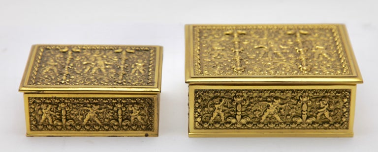 Erhard & Sons, Pair of Art Nouveau Brass Repoussé Boxes In Good Condition For Sale In Verviers, BE
