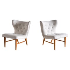 Eric Bertil Karlén Pair of Lounge Chairs in Ivory Linen and Elm, Sweden, 1940s