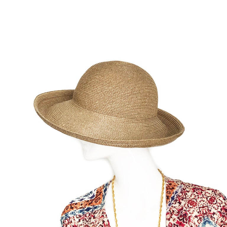 Authentic, preowned Eric Javits New York Squishee Sun Hat, made in the USA. Unlined, can be folded for stowing away in a bag or luggage making it perfect for travel. Preowned with minimal signs of prior wear. OSFM, it measures apps 22in around inner