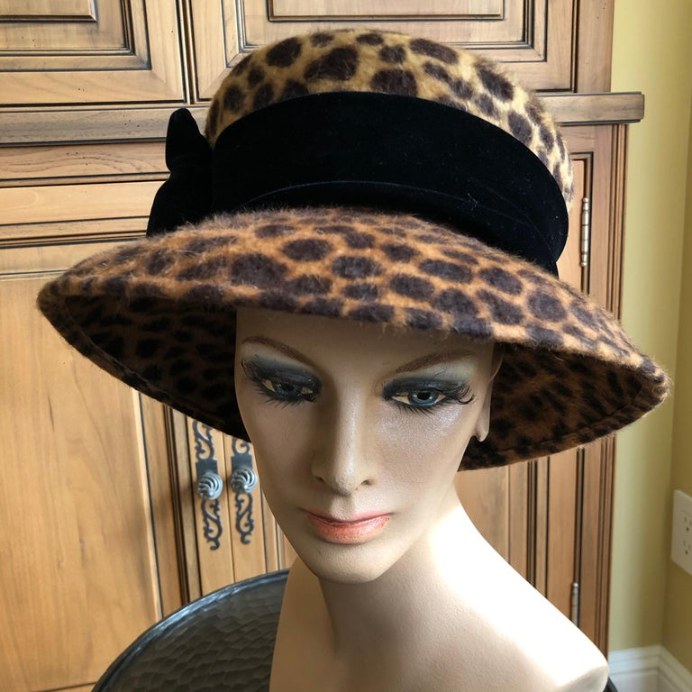 Eric Javits Plush Leopard Print Velvet Hat With Black Velvet Band 22.5 inch circumfrence. In excellent condition