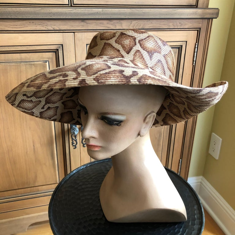Eric Javits Wide Brim Giraffe Print Straw Hat 22.5 inch circumfrence. In excellent pre owned condition