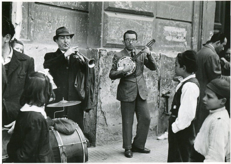 Erich Andres Black and White Photograph - Street musicians Naples 1955