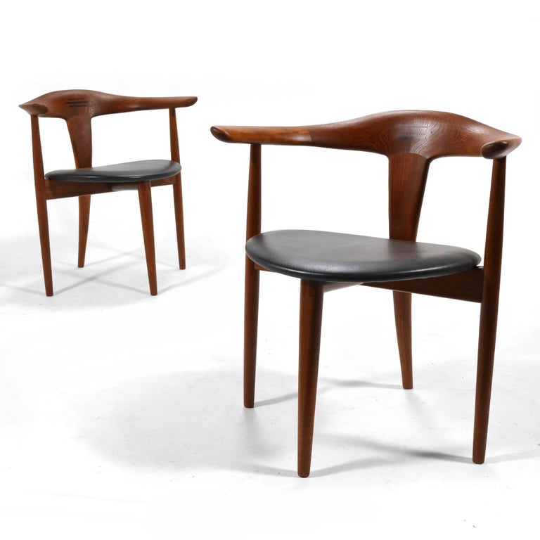 This exquisite pair of teak easy chairs were designed by Erik Andersen and Palle Pedersen and fabricated by cabinetmaker Randers Møbelfabrik.