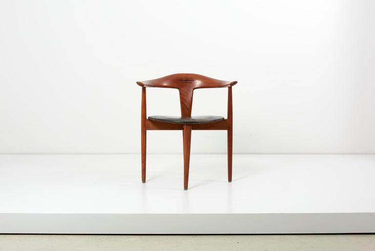 Erik Andersen & Palle Pedersen chair in teak and black leather, Denmark 1960s for Randers Møbelfabrik in original very good condition.