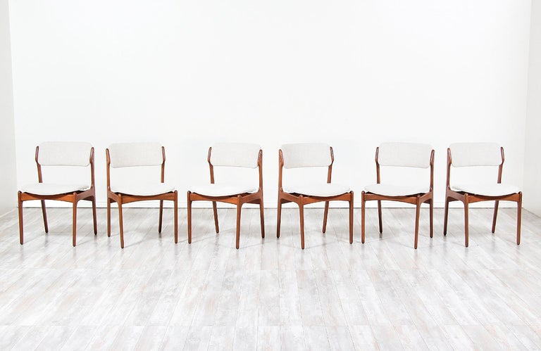 Erik Buch Model-49 Dining Chairs for Oddense Maskinsinedkeri In Excellent Condition For Sale In Los Angeles, CA