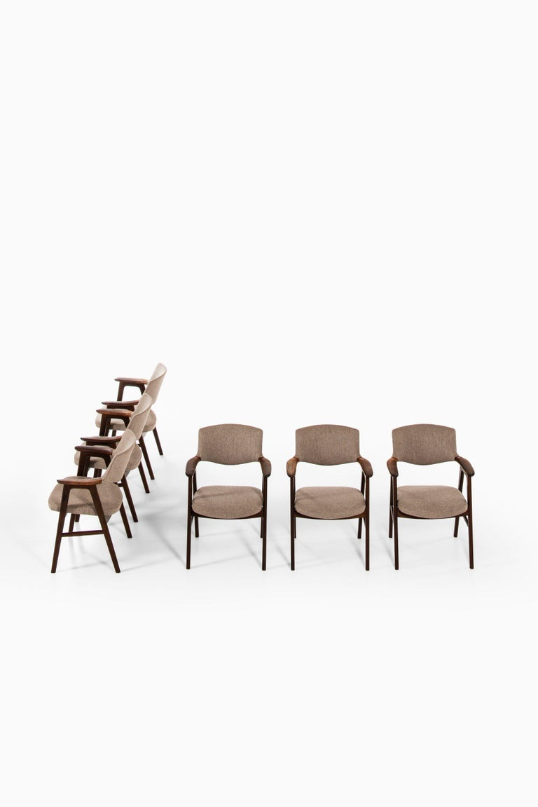Rare set of 6 armchairs / dining chairs designed by Erik Kirkegaard. Produced by Høng Stolefabrik in Denmark.