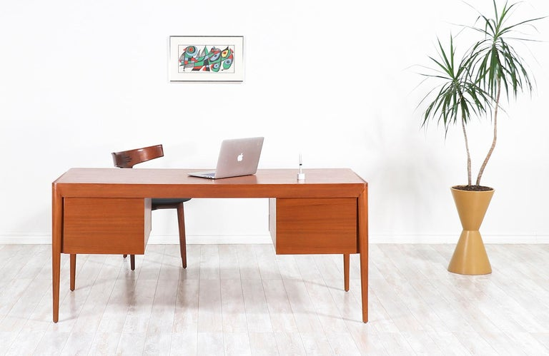 Erik Riisager Hansen Executive Teak Desk for Haslev Møbelsnedkeri In Excellent Condition For Sale In Los Angeles, CA