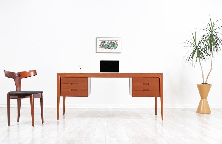 Erik Riisager Hansen Executive Teak Desk for Haslev Møbelsnedkeri For Sale 1
