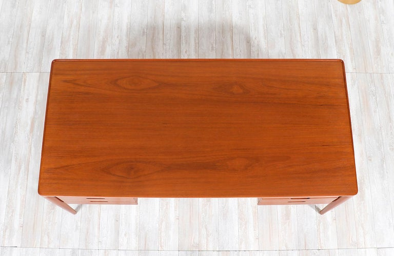 Erik Riisager Hansen Executive Teak Desk for Haslev Møbelsnedkeri For Sale 4