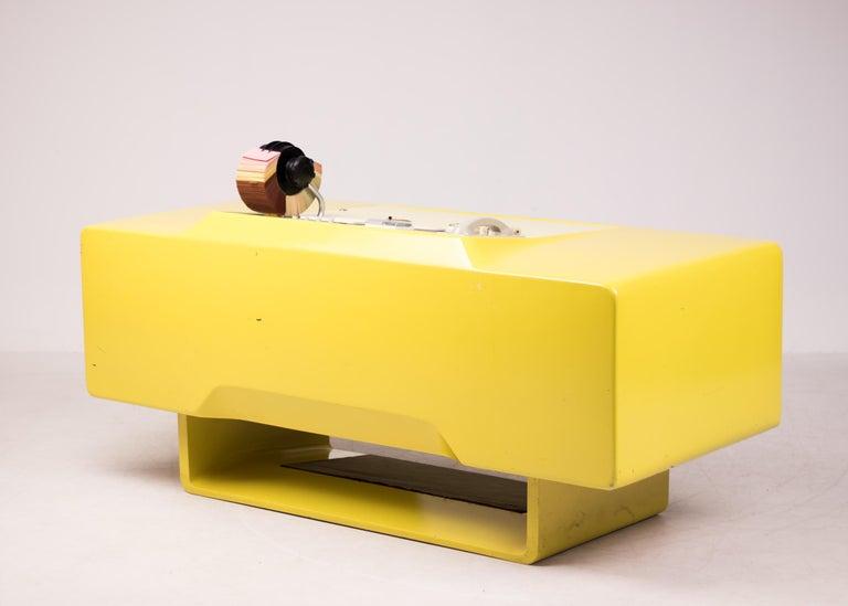 Ernest IGL Design Fiberglass Directors Desk by Wilhelm Werndl In Good Condition For Sale In Dronten, NL
