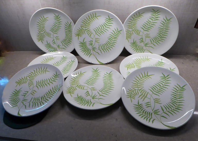 Eight bright and cheerful Mid-Century Modern large dinner or serving platters by Ceramiche Ernestine from Salerno in Northern Italy from the 1960s. Ernestine designed all patterns and shapes for her company, this simple Fern pattern of these