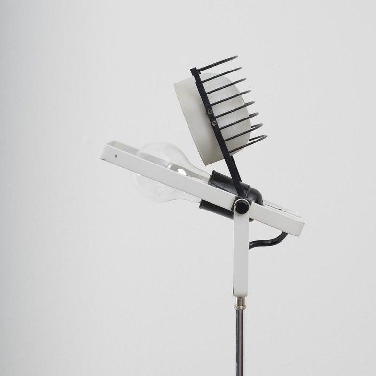 Late 20th Century Ernesto Gismondi Tripod Sintesi Lamp For Sale