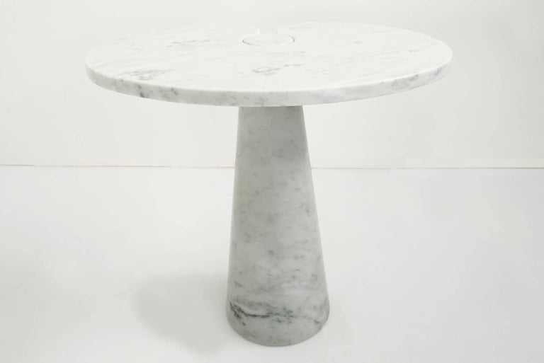 Elegant white Carrara marble in perfect conditiobs.