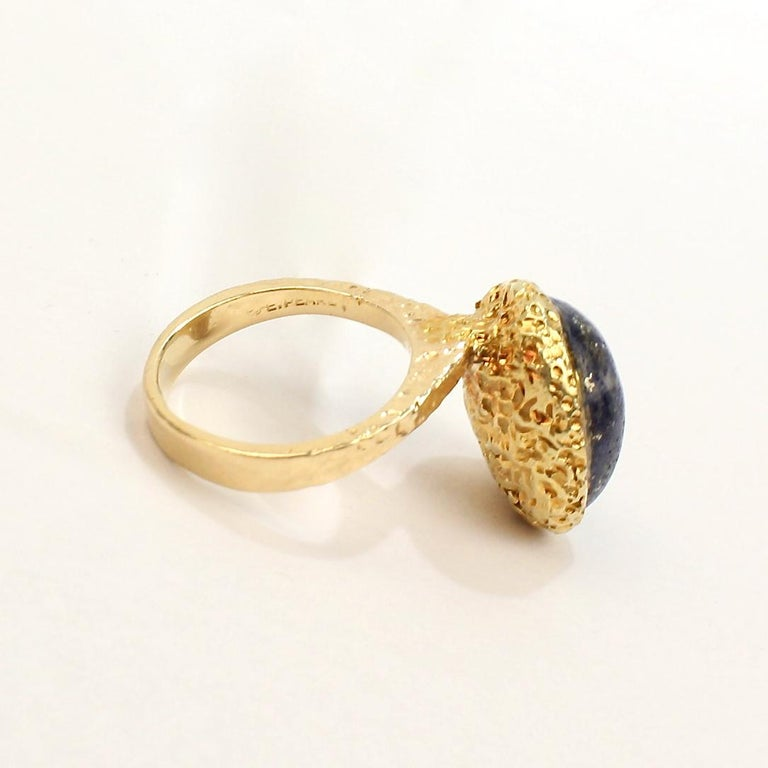Erwin Pearl Asymmetrical Modernist 18 Karat Gold and Lapis Lazuli Cocktail Ring For Sale 6