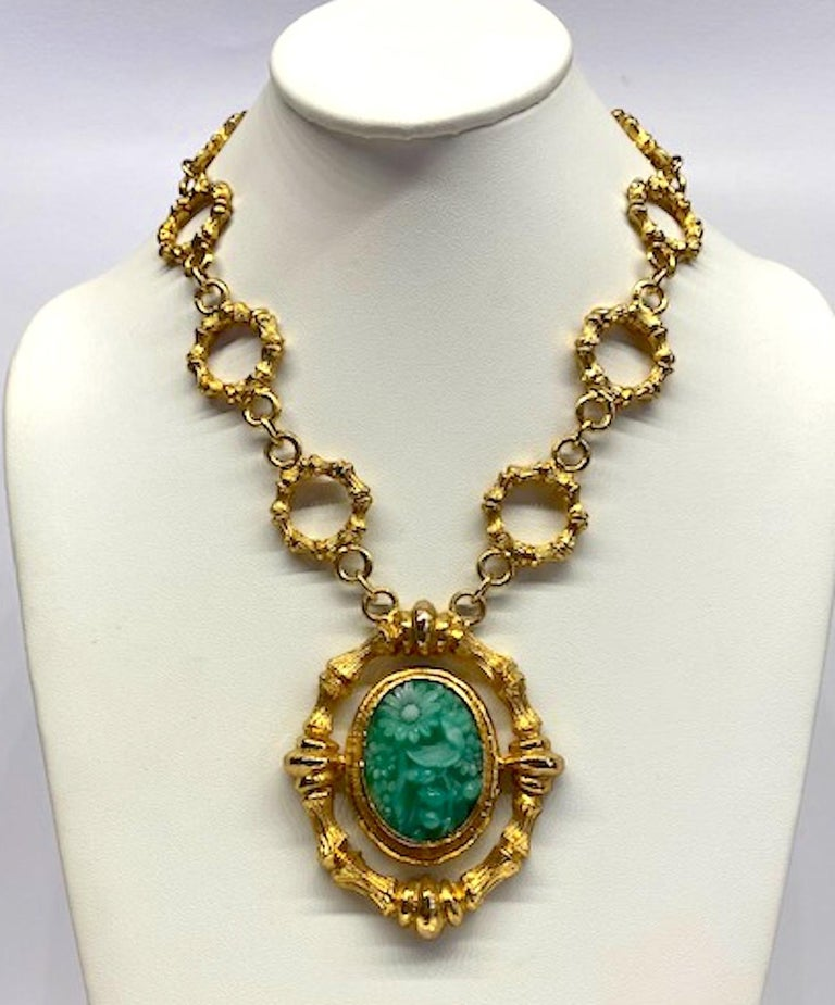 Erwin Pearl Gold & Carved Glass 1980s Pendant Necklace In Good Condition For Sale In New York, NY