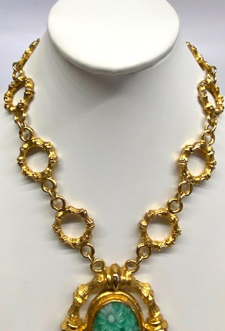 Women's Erwin Pearl Gold & Carved Glass 1980s Pendant Necklace For Sale