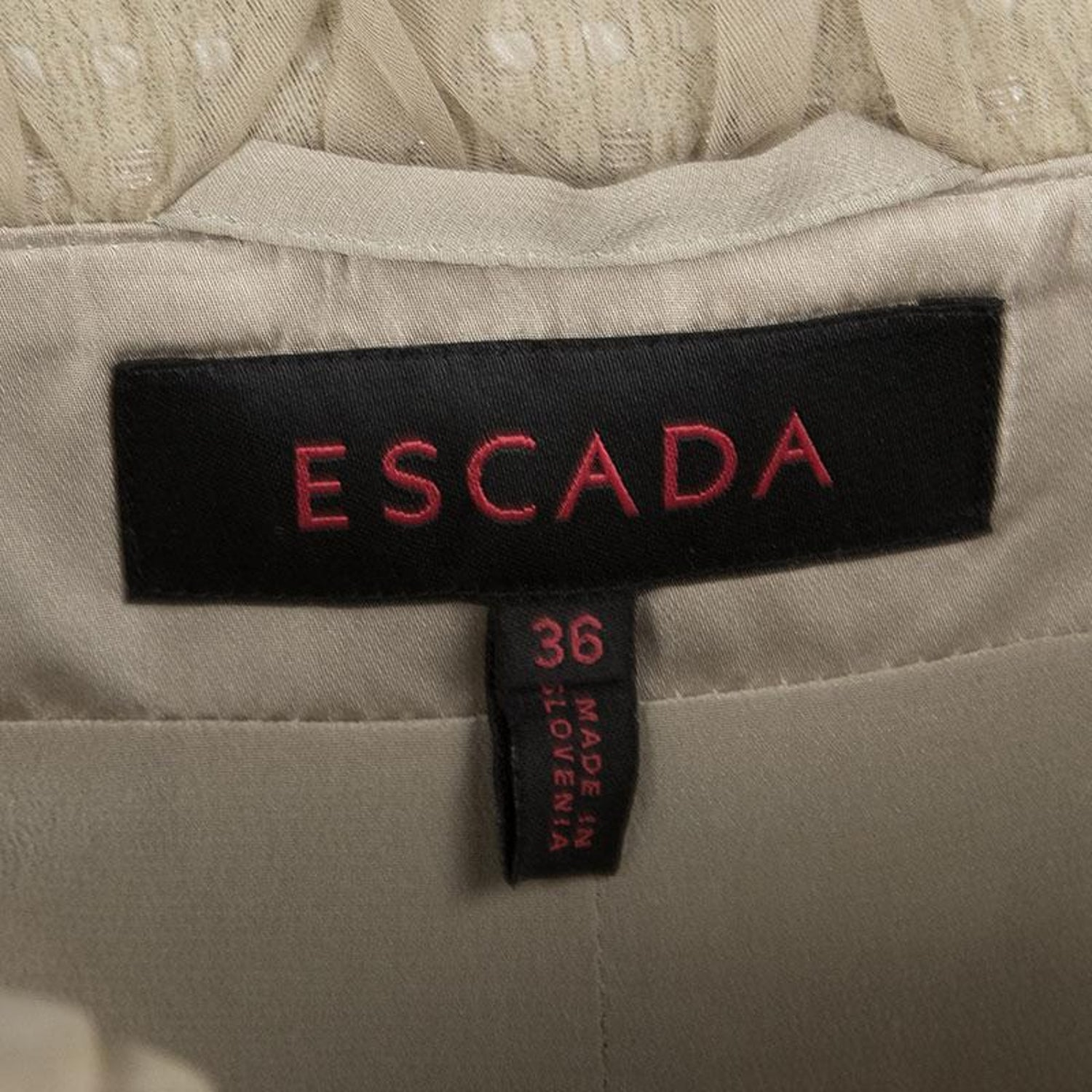 9d699b9e907 Escada Beige Textured Silk Trim Short Sleeve Jacket XS For Sale at 1stdibs