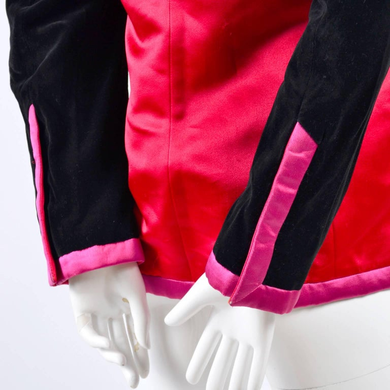 Escada Blazer in Red Black and Pink Novelty Shoe Lover Print 1980s Jacket  For Sale 7