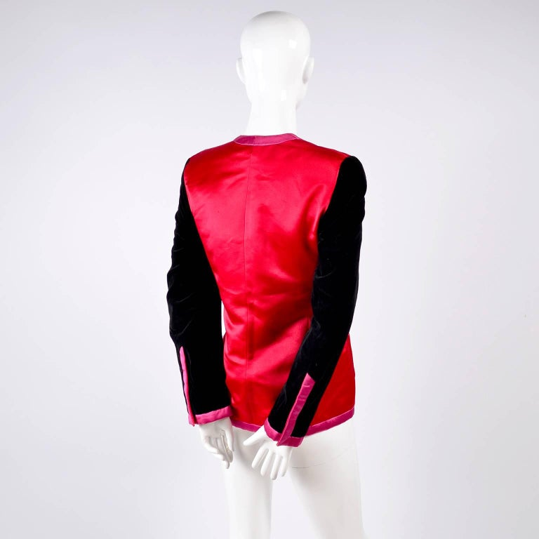 Escada Blazer in Red Black and Pink Novelty Shoe Lover Print 1980s Jacket  For Sale 5
