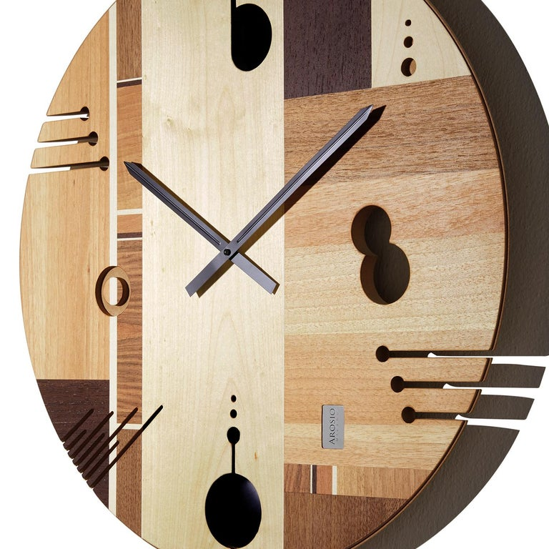 Boasting the honey-colored nuances of maple wood along with walnut and chestnut inserts, the face of this superb wall clock features inlays crafted by hand using traditional methods and finished with a natural matte veneer. An ideal addition to a