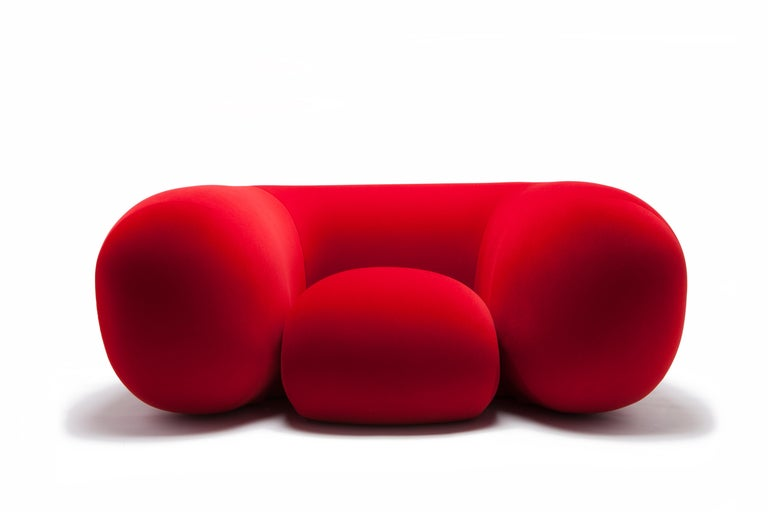 Composed entirely of foam, without any hard internal structure, Mollo's simple form provides exceptional comfort and the ultimate relaxation experience. Comfortably seating seven, one on the seat and two on each of the three sides, the Mollo's size