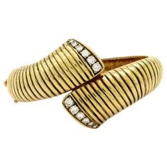 Estate 14 Karat Gold 1.00 Carat Round Diamond Bypass Bangle Fashion Bracelet