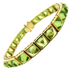 Estate 18 Karat Yellow Gold Pyramid Peridot Fashion Statement Bracelet