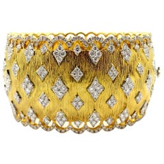 Estate 18 Karat Yellow Gold Round Diamond Fashion Statement Bangle Bracelet