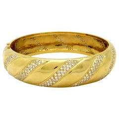 Estate 18 Karat Yellow Gold Round Diamond Twist Swirl Bangle Fashion Bracelet
