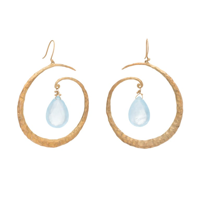 Estate Aquamarine Large Hoop Drop Earrings 18 Karat Yellow Gold Hammered Jewelry In Excellent Condition For Sale In West Hills, CA