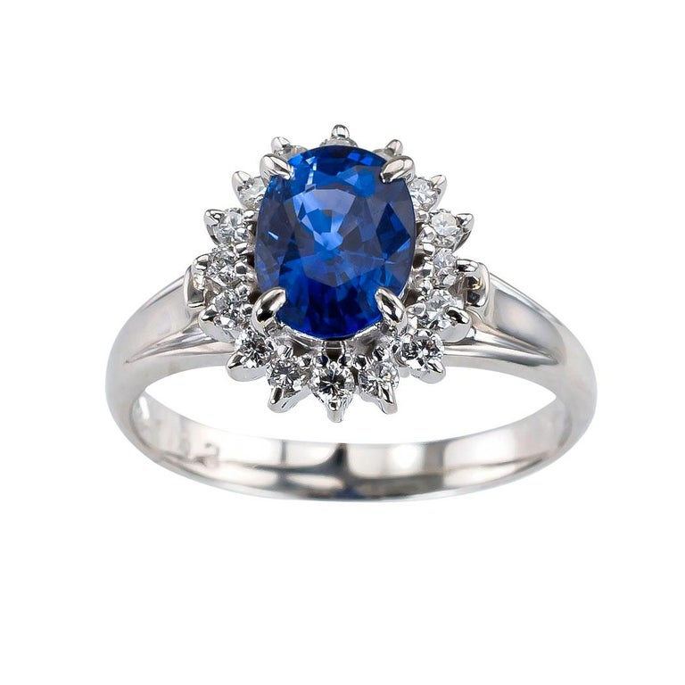 Estate Blue Sapphire Diamond Platinum Ring In Good Condition For Sale In Los Angeles, CA