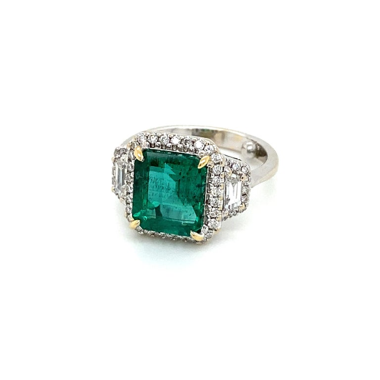 Contemporary Estate Certified 3.34 Carat Natural Colombian Emerald Diamond Ring For Sale