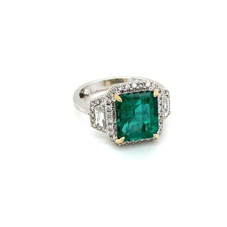 Mixed Cut Estate Certified 3.34 Carat Natural Colombian Emerald Diamond Ring For Sale