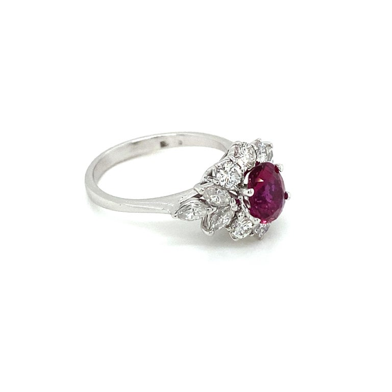 Estate Certified Unheated Ruby Diamond Ring In Excellent Condition For Sale In Napoli, Italy