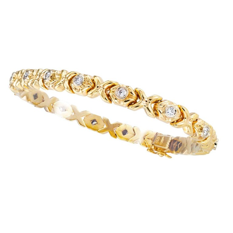 Estate Diamond Yellow Gold Flexible Bracelt In Good Condition For Sale In Los Angeles, CA