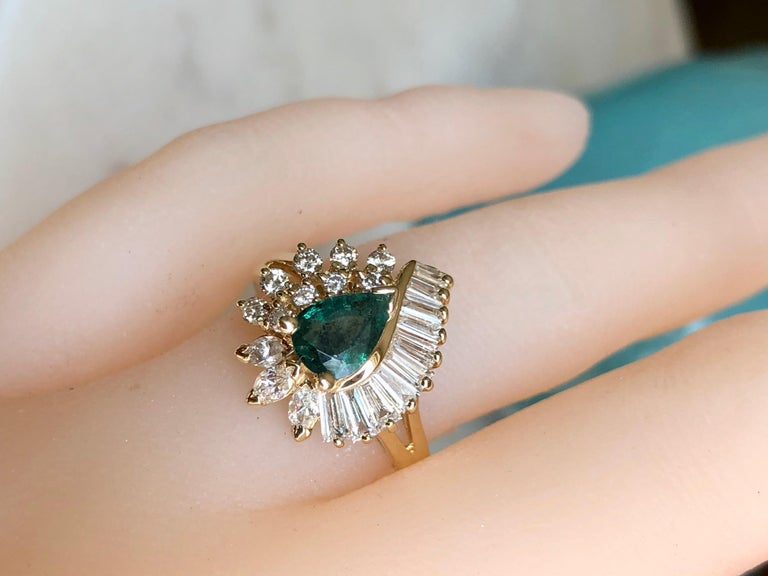 Estate Emerald and Diamond Cocktail Ring Gold In Excellent Condition For Sale In Brunswick, ME