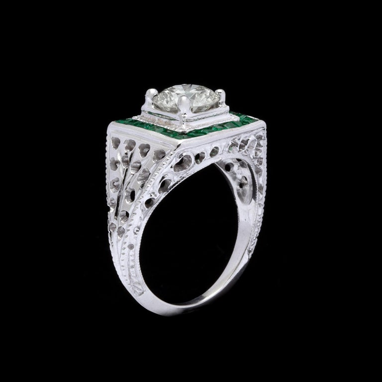 Estate Emerald Diamond and White Gold Ring In Excellent Condition For Sale In San Francisco, CA