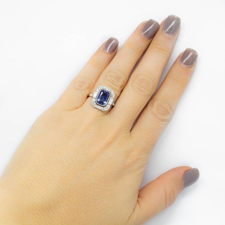 Estate Handmade Platinum Sapphire and Diamonds Ring In Excellent Condition For Sale In Miami, FL