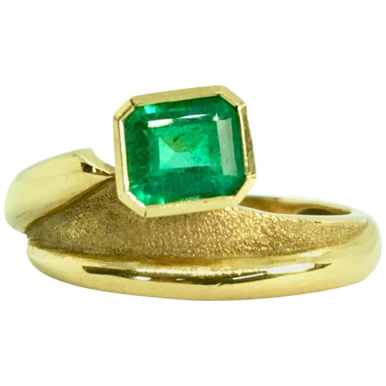 Estate Solitaire Ring Natural Colombian Emerald 18 Karat For Sale