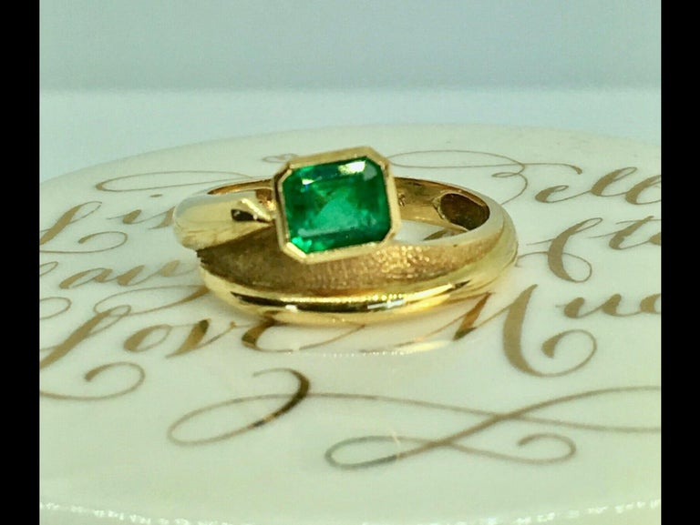 Estate Solitaire Ring Fine Natural Colombian Emerald Emerald Cut 0.80 Carat Weight 4.5g Vivid Medium Dark Green Size 6 In Excelelnt condition
