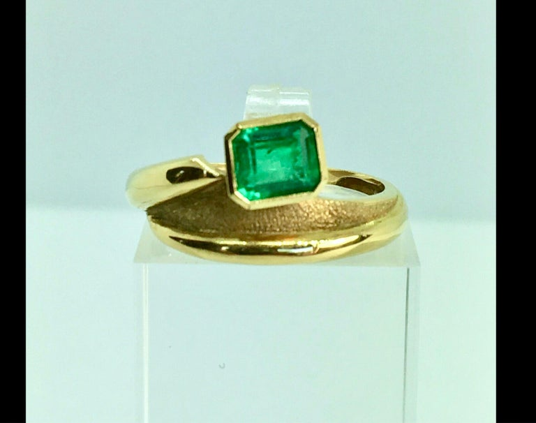 Estate Solitaire Ring Natural Colombian Emerald 18 Karat In Excellent Condition For Sale In Brunswick, ME