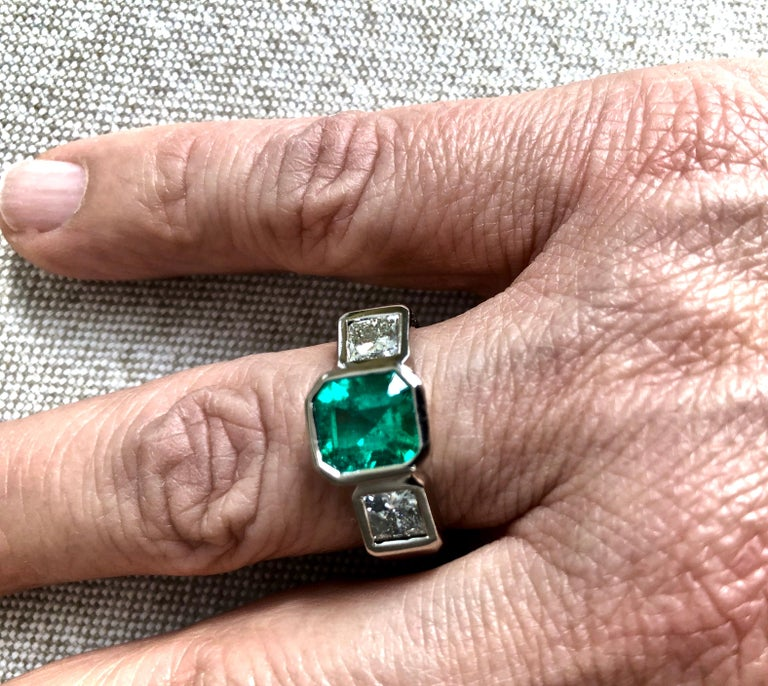 Estate Square Fine Colombian Emerald Diamond Ring White Gold 18 Karat In Excellent Condition For Sale In Brunswick, ME