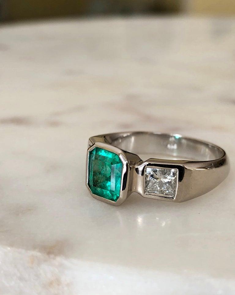 Estate Square Fine Colombian Emerald Diamond Ring White Gold 18 Karat For Sale 3